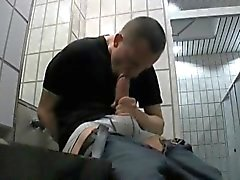 Tipo Selfsucking in public toilets !