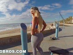 BANGBROS - Big Whey Nympho Blondie Fesser захлопнулась на публике (pb13833)