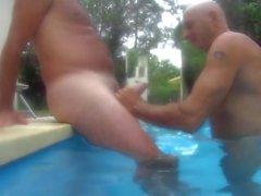 Garche argentino en la piscina