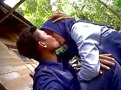cewek de Indonesia ciuman el jilbab tudung a Dan Pamer de susu