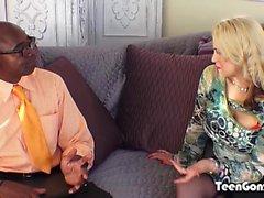 TEENGONZO Busty sarışın Sarah Vandella kedi içinde BBC yağ alır