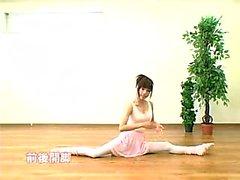 Seductive Japanese ballerina reveals her splendid body for