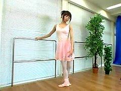 Baştan çıkarıcı Japon balerin için onu muhteşem vücudunu ortaya