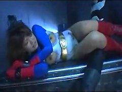 Bondage feticista del con grandi tette dispone di un martellamento stallone mascherata