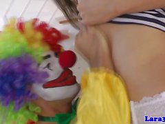 Brittiska strumpor milf cockriding clown