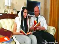Onschuldige tiener Konnie 's First Time Met Oude Leraar