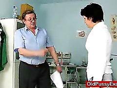 Unrasierte housewife Eva Besuchen Gyno doc Fickloch Inspektions