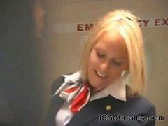 Воздушная Хозяйка трахается в самолете