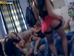 Malpropre collège partie de baise le lieu favori des de deux - nus Pornsharing la vidéo