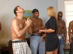 Kahdesti - rodusta roistoja kerjätä hot MILF Mellanie Monroe to fuck mutta hän ei vain valitsi 1