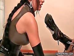 Kinky Carmen heeft plezier met haar seksslavin part5