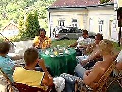 Gangbang im 9 monat Schwanger