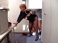 Office Mamie baise in stockings