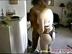 El marido de grabación de vídeo de la BBC cogida a su esposa