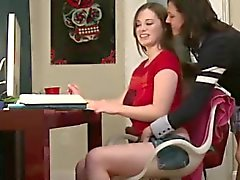 Las universitarias afeitan alto nivel en la hermandad de mujeres lésbico