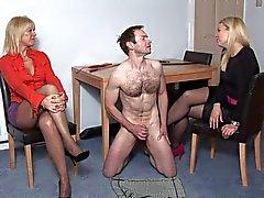 2 Femmes'n oma mini - jupes admirent la branlette RANSKAN