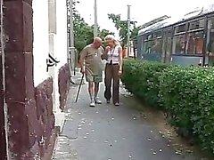 Los abuelos frente Adolescentes