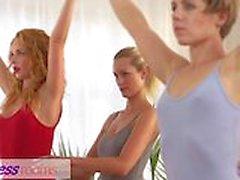 Kuntokeskus Huoneiden Petite baletti opettajia salaisen kolmen kimpassa