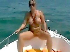 Intensificar Mom en el barco