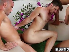 Hot gay perse suuhun ja eukalyptus