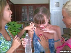 Capri Anderson gets shared by two Lesbian chicks
