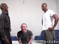 cara polonês engraçado fica assfucked por homens negros