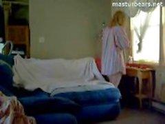 La enfermera canadiense a Abigail se masturba viendo porno