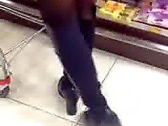 Asian MILFs osoitteessa supermarketti
