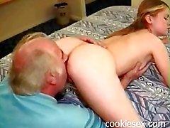tonåring blir knullad av gammal man