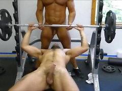 MM zwei Hairy Muscle Hunks Fick Raw an der Gymnastik