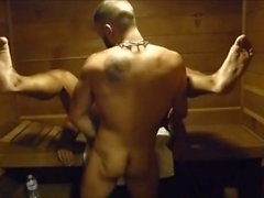 MM due Hairy Muscle Hunks Cazzo Raw in palestra