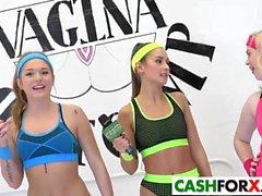 Båda sexy girls på tokig fitta konkurrens