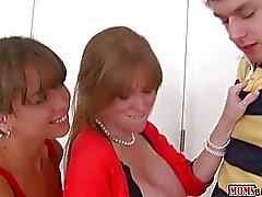 Bambino maschio raggiunge fidanzata con la sua La matrigna di