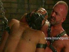 Spencer représente Zack des cordes autour l'esclavage