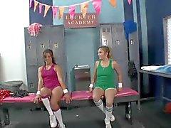 Schoolmeisjes plezier in de kleedkamer