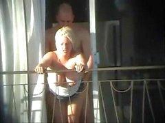 sexe et balcon (voyeuse pris)