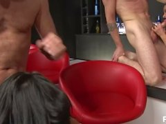 ben dovers bonking bar maids - Scène 4