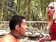 Atto della foresta di BDSM con British femdom Mature