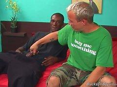 Забавная белым парнем а зависший черно жеребец сексом