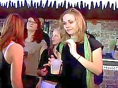Evästeiden poundings for tyttöjä yhteydessä Fuckfest puolue