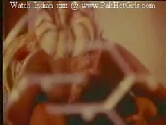 Indian Bgrade movie nude scenes in old cinemas(0)
