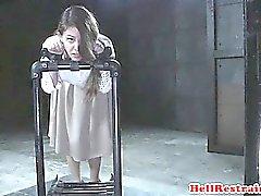 Whipped sub religioso punido por crenças