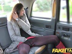 Fake Taxi lång brunett lång kön analsex ansiktet