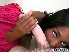 Ebony 18yo sucção e fodendo carne branca