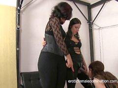Sissy dominato da due ruvido Mistress