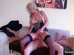 DEUTSCHE YOUNGSTER SEDUCE MILF REALTOR IN DER WÄSCHE FUCK