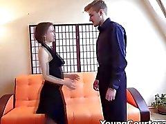 De jeunes Les courtisanes l'étudiante la courtisane donner son poste