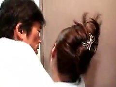 Bodacious babe giapponese ha una figa pelosa pelosa longing per