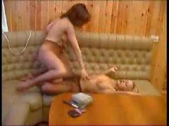 Lena ve Masha. 2 fahişe lezbiyen şovu çorap ediyor