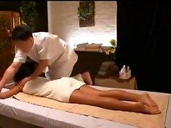 Sexy amatoriale che fa un massaggio hardcore alla gola